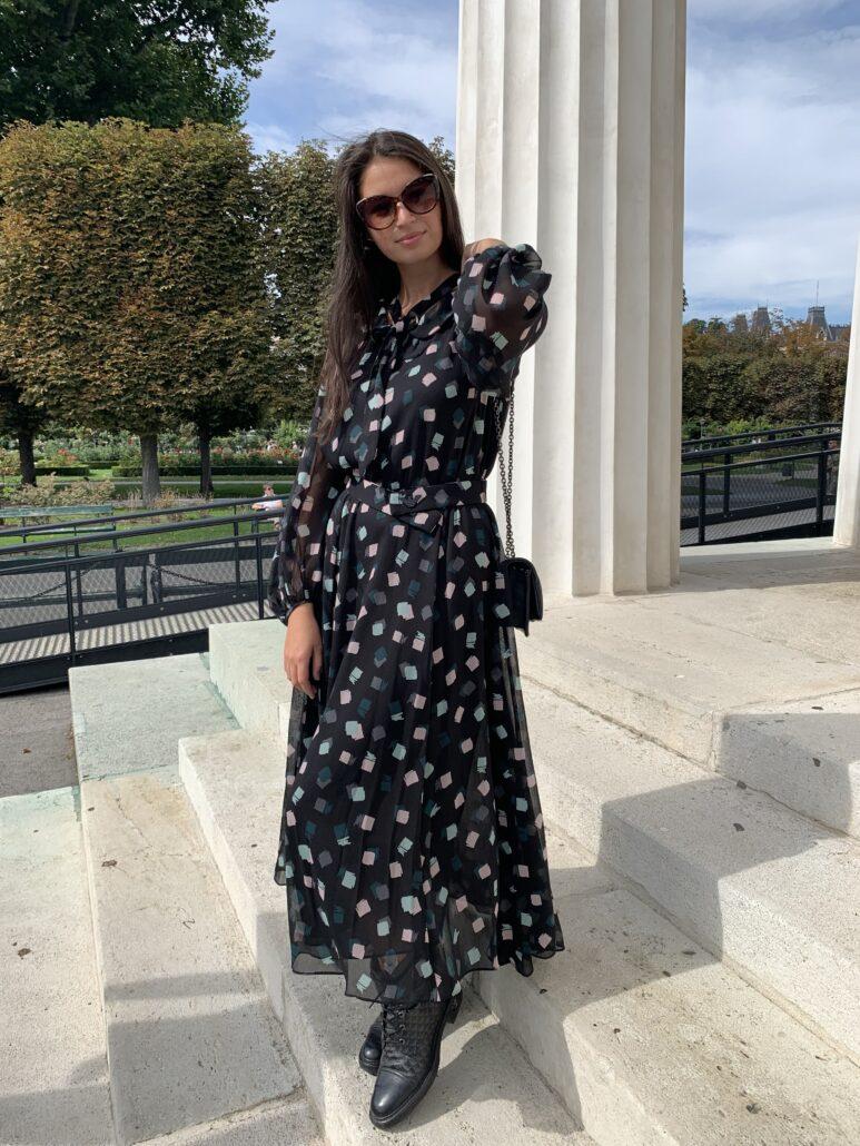 Cooles fließendes schwarz gemustertes Midikleid von Emporio Armani. Bei vielen Gelegenheiten zu tragen - am Abend mit Stilettos oder tagsüber mit Stiefel. Sehr schön in Kombination mit kleiner Lederjacke oder Jeansjacke.
