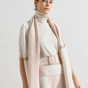 Chicker kurzärmeliger Rollkragenpullover in den Farben Rosa und Weiß. Ist die Perfekte Kombination zum A-Linien Rock. Gerade geschniten mit schönen Lurex Details.