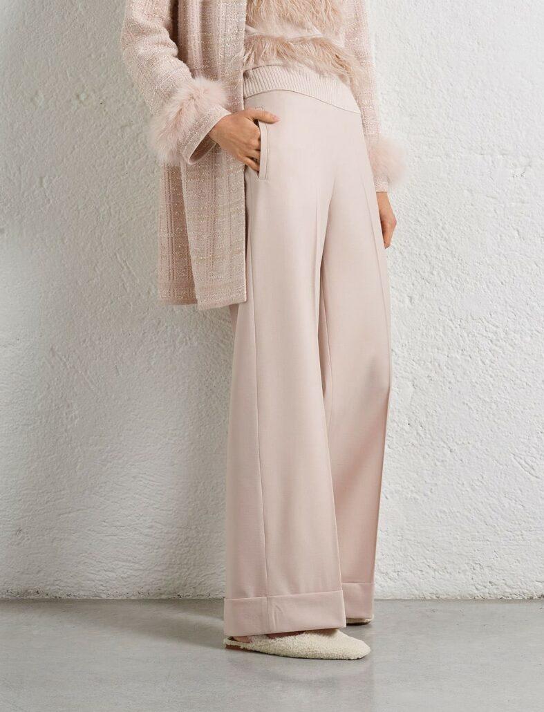 """Hochaktuelle """"Marlene"""" oder Palazzohose. Macht jeden Look sofort edler. In Farbe Rosa mit leichter Melierung ist die Hose tagestauglich. Die Hose hat eine 7cm breite Stulpe und ist stolze 31cm breit."""